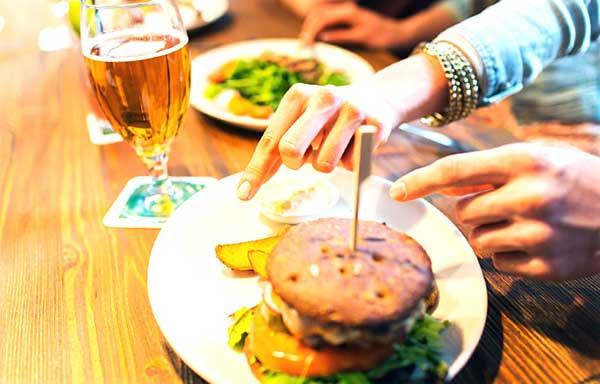 酒場のハンバーガー