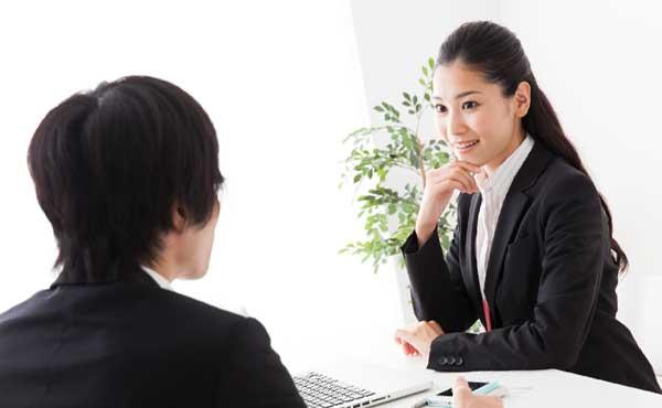就職の不安を相談する