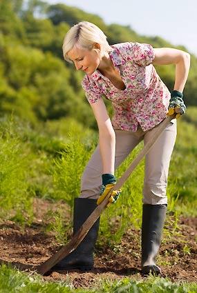 農耕する女性