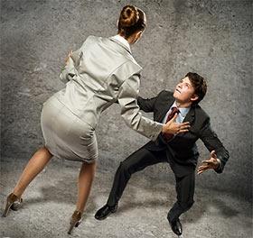 相撲をとる女性