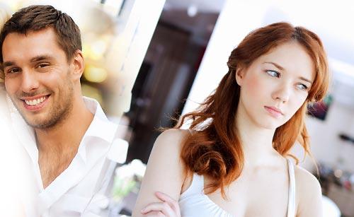 元カレがイケメンになって複雑な心境な女性
