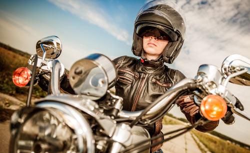 バイクに乗った女の子