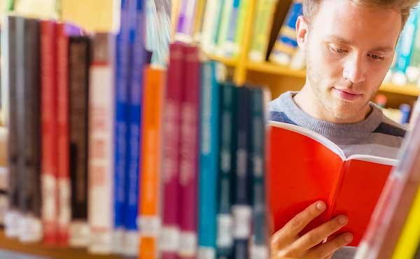 気になるのは読書好きな男性!知的な彼を確実に落とす4ステップ