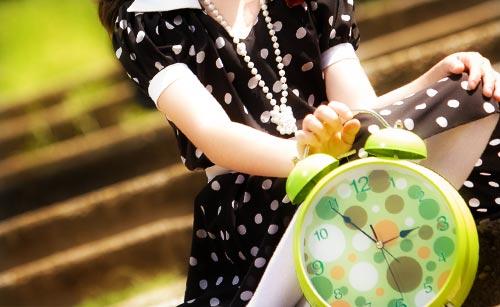 時計と女の子