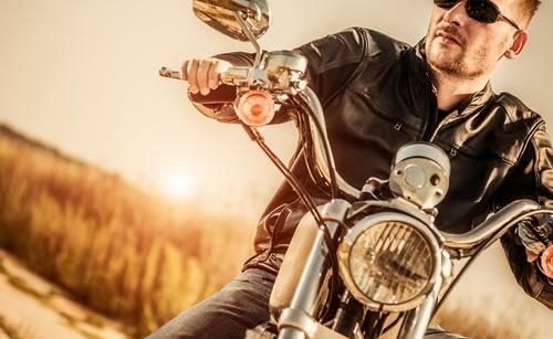 バイクを乗り回すヤンキー