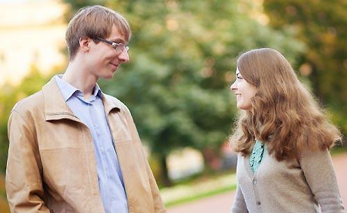 見つめあう男と女
