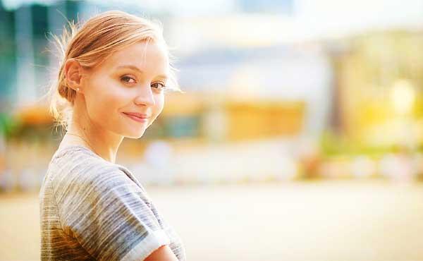 その笑顔にヤラれちゃう!ほんわか女子が男性からモテる理由