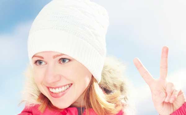 ニット帽を被った女性