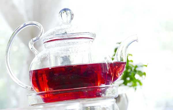 ポットに入れた紅茶