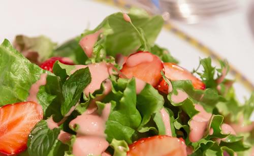 イチゴいっぱいのサラダ