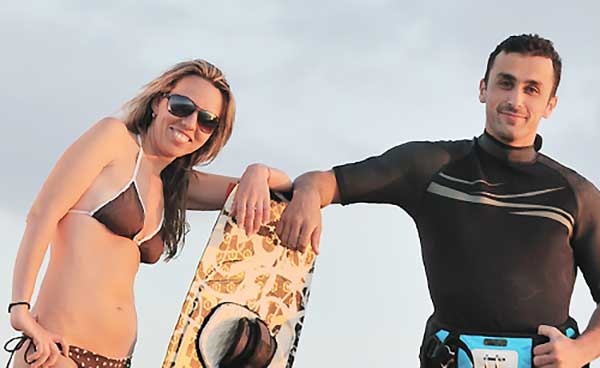 サーフィンを始めたカップル