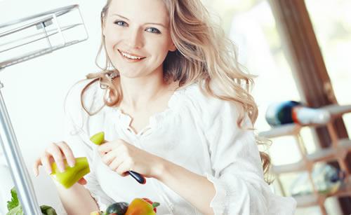 ハスキーボイスの料理が得意な女性