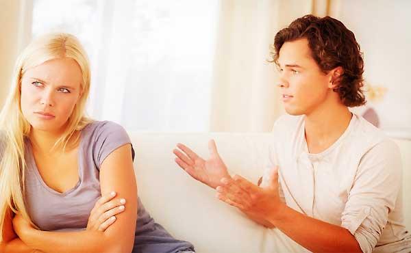 彼氏に不信感が湧いてくる瞬間&彼女が将来に不安を感じる理由