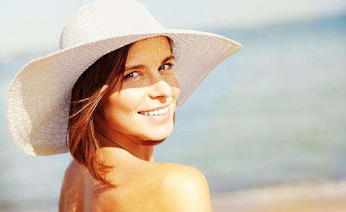 日焼けした健康的な女性