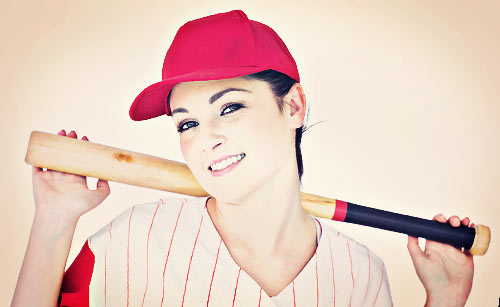 野球のユニフォームを着た女性