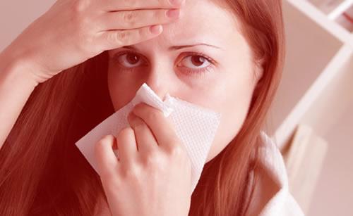 熱があり困っている女性