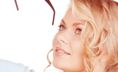 鼻を高く見せることを意識している女性