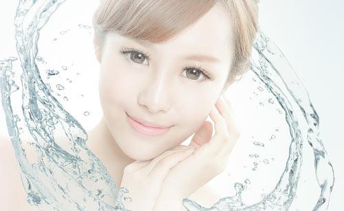 水と美しい女性