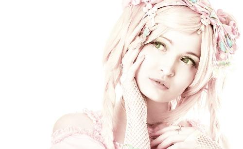 派手なファッションの女の子