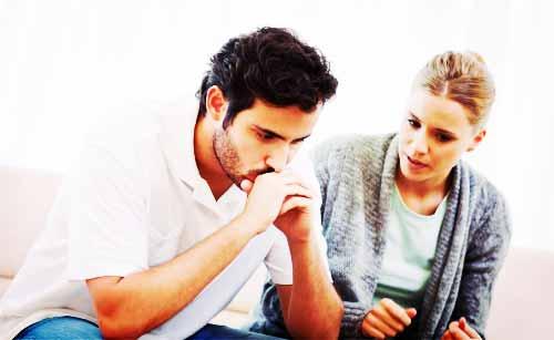 彼氏の不満を聞く女性