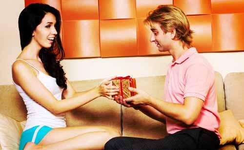 好きな男性に差入れを贈る女性