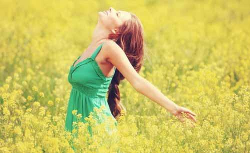 ポジティブで幸せな女性