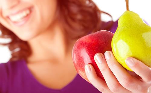 主食が果物の健康的な女性