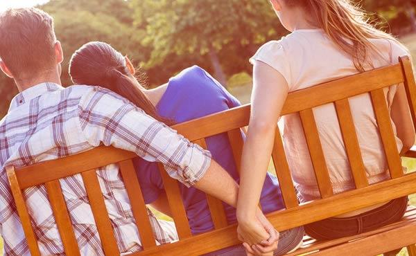 友達の彼氏ばかり好きになる略奪系女子の特徴4つ