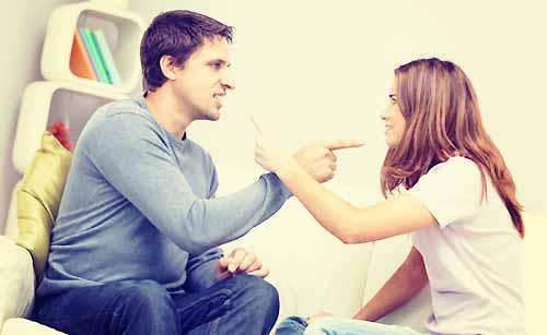 口論する夫婦