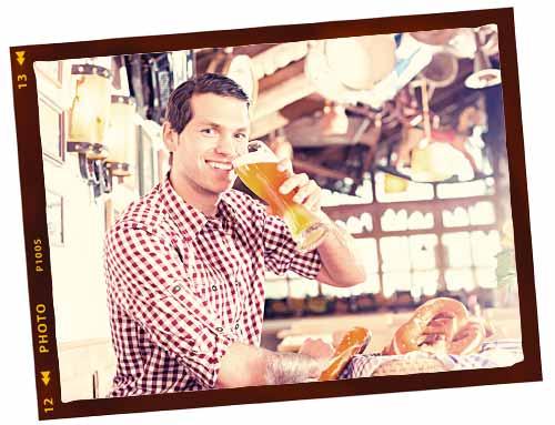 ドイツでビールを飲む男