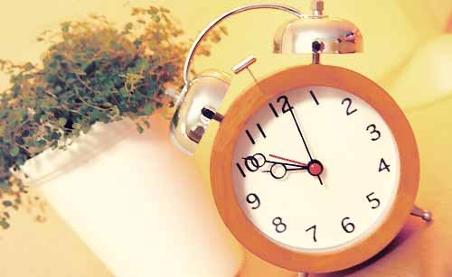 玄関に置かれた時計