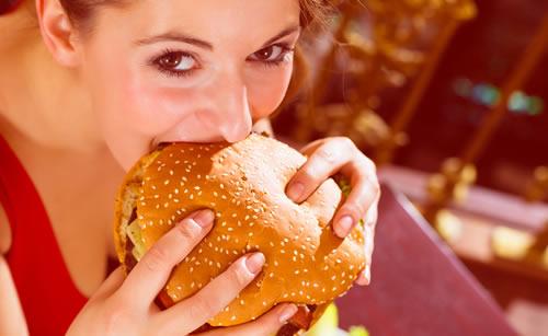 食べる事が大好きな女性