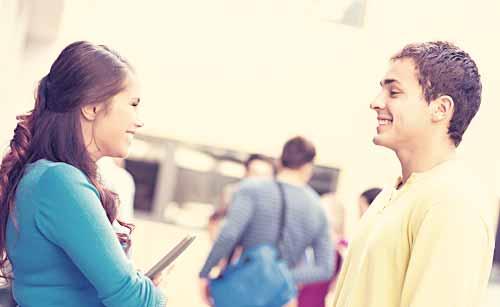 目と目が合う男と女