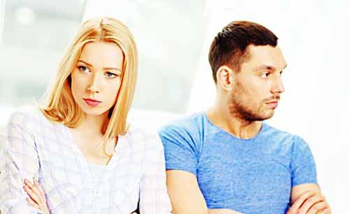 価値観の違いに黙る夫婦