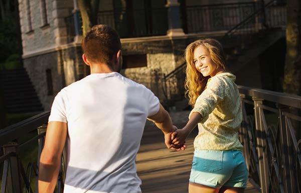 デートをするカップル
