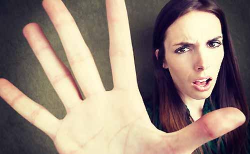 拒絶する女性