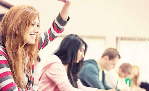 習い事で教室に通う女性