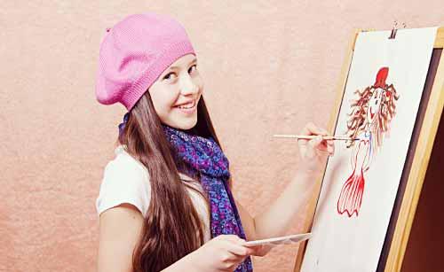 絵を描く女性
