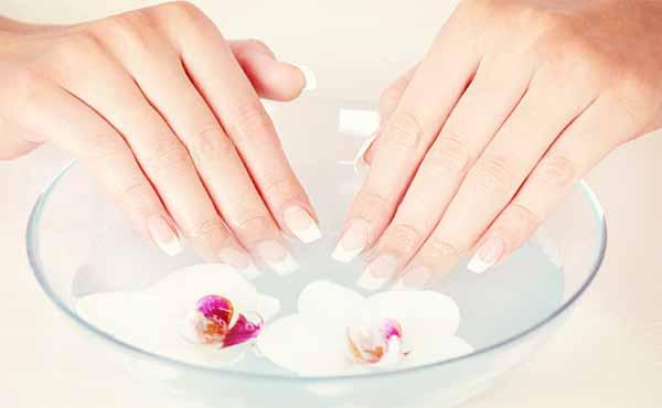 爪を伸ばすケア方法・健康的で美しい爪を育てるコツ