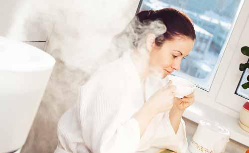 加湿器を使う女性