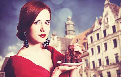 ショコラを持った女性