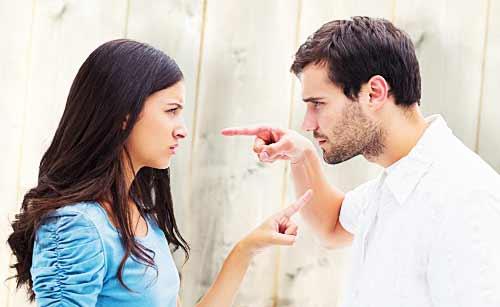 口げんかする男と女