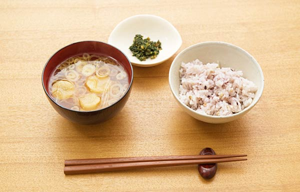 味噌汁と雑穀米
