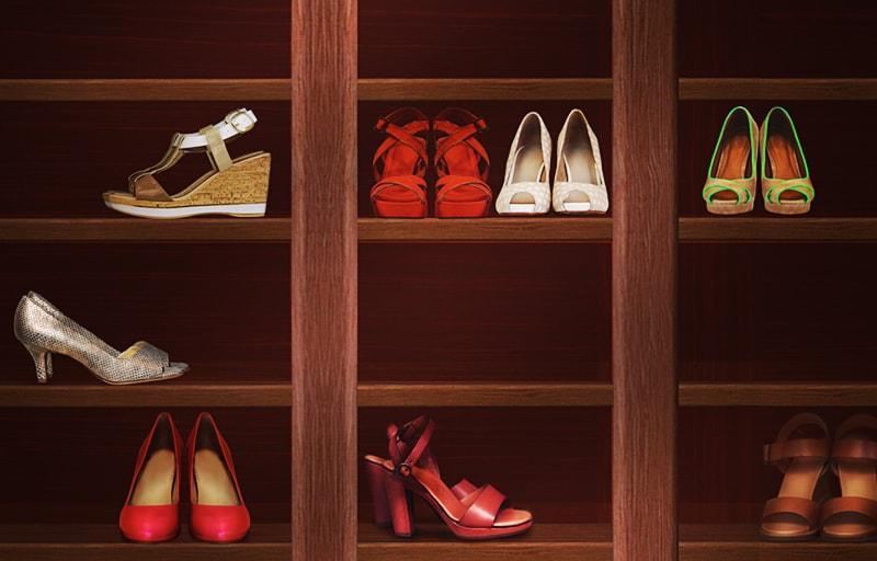 棚に収まった靴