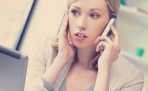 電話だと素っ気な態度を取る女性
