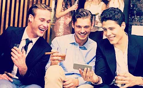 飲み会を楽しむ男達