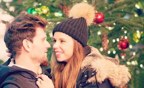 クリスマスを楽しむ恋人たち