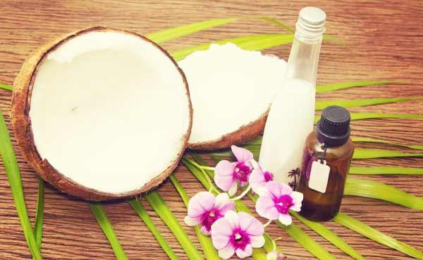 ココナッツオイル美容法・飲む塗るがキレイを手にする秘訣