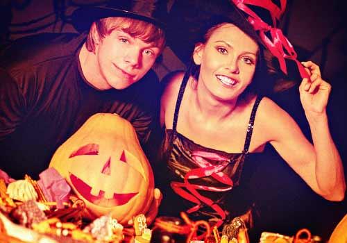 ハロウィンな衣装に身を包んだ�カップル