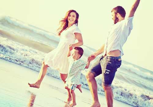 海でみんなと走る家族